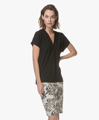 Kyra & Ko Pien V-neck T-shirt in Viscose - Black