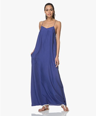 extreme cashmere N°70 Pina X Habotai Maxi Dress - Electric Blue