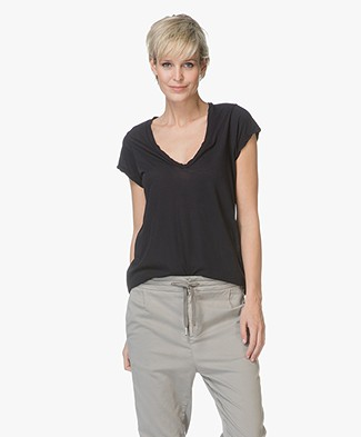 James Perse V-neck T-shirt in Extrafine Jersey - Dark Blue