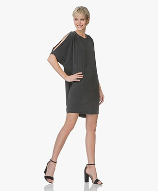 Friday's Project Cupro Cold-shoulder Jurk - Wash Black