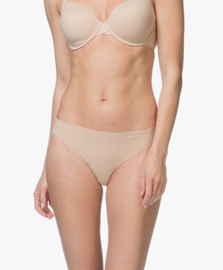 Calvin Klein Invisibles Thong - Light Caramel