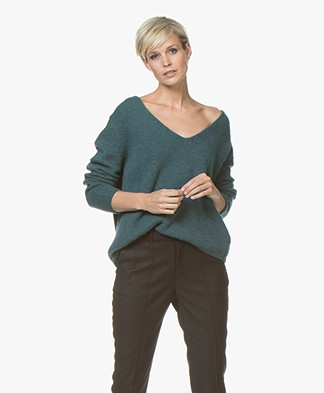 Closed Knitted V-neck Pullover - Gingko