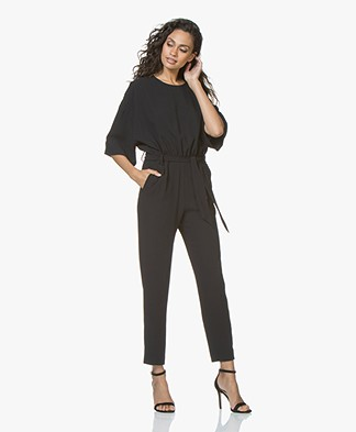 IRO Appreciate Crepe Jumpsuit met Halflange Mouwen - Zwart