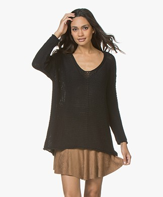 BRAEZ Felia V-neck Pullover in Cotton - Black