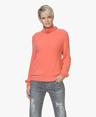 Plein Publique Le Doux Soft Turtleneck Sweater - Peach Pink