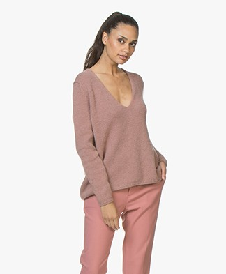 Closed Knitted V-neck Pullover - Shocking Pink