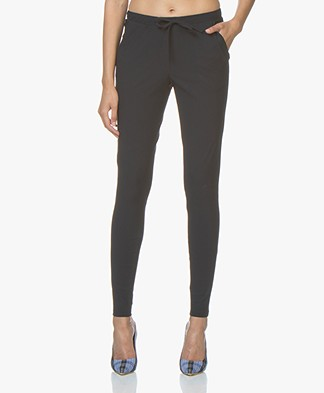 Woman By Earn Fae Travel Jersey Broek - Navy