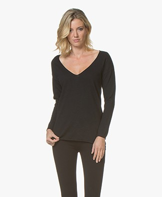 BRAEZ Swelia Pullover with Deep V-neck - Black