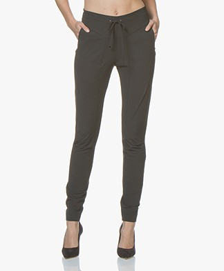 JapanTKY Gyta Travel Jersey Slim-fit Pants - Anthracite