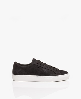 Filippa K Kate Sneakers in Suede - Off Black
