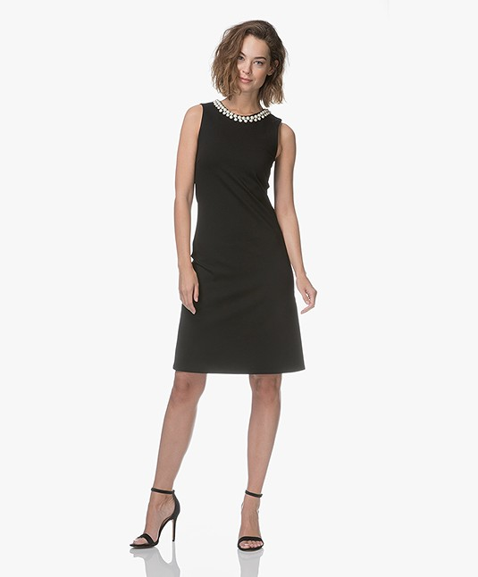 zwart jurkje mouwloos