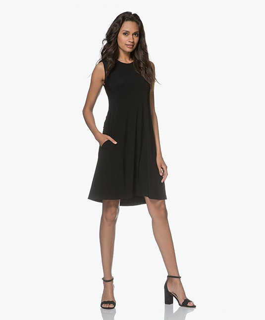 24a716d86b466 Norma Kamali Sleeveless Swing Travel Jersey Dress - Black - sleeveless swing  | 3001 kk1263pl01