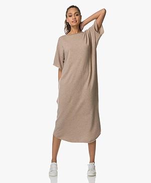 extreme cashmere N°44 Cashmere Teelong Jurk - Sand