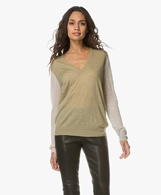 Joseph V-neck Cashmere Pullover with Contrasting Sleeves - Pea