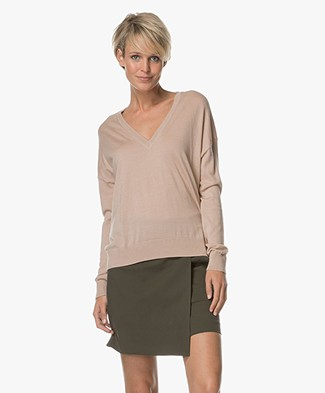 Closed Fine Knitted V-neck Pullover - Lily Rose