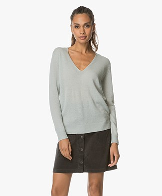 Theory V-Neck Pullover Adrianna in Cashmere - Light Winter Green