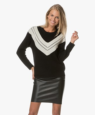 Marie Sixtine Caissa Pullover with V-detail - Charbon