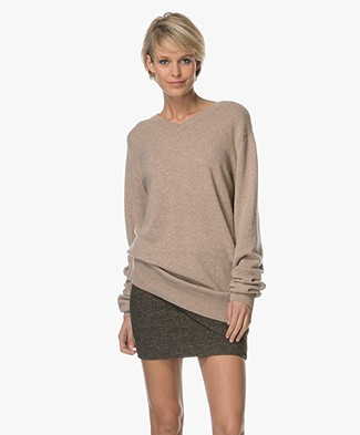 extreme cashmere n°37 Beware Cashmere V-hals Trui - Sand