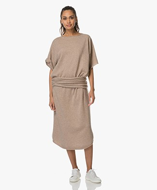 extreme cashmere n°44 Cashmere Teelong Jurk - Sand