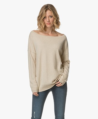 extreme cashmere N°59 Cashmere Boat Neck Sweater - Latte