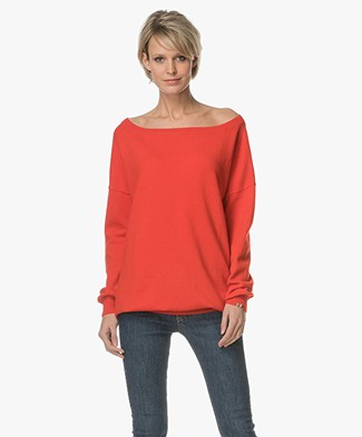 extreme cashmere N°59 Cashmere Boat Neck Sweater - Tomato
