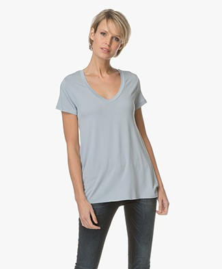 Majestic V-neck T-shirt in Washed Viscose - Parisian Blue
