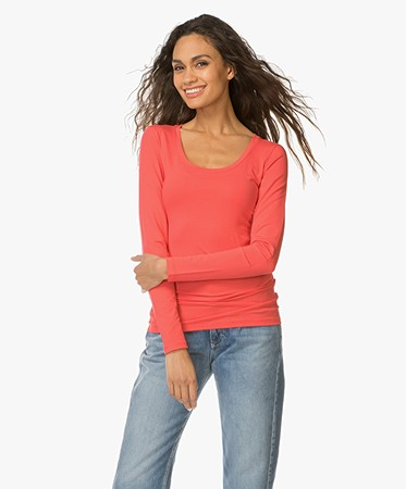 drykorn t shirt selima with round neck coral red selima 507100 57. Black Bedroom Furniture Sets. Home Design Ideas