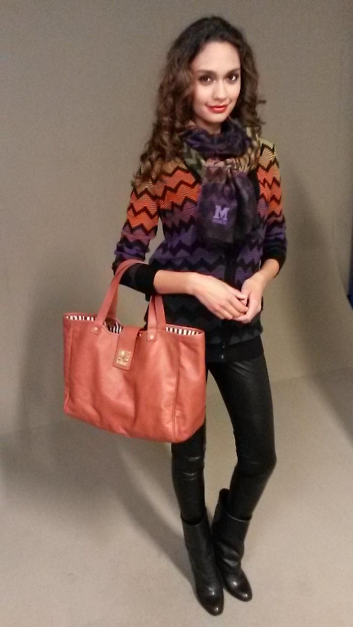 Vest, sjaal & tas   M Missoni, legging   Repeat, laarzen   See By Chloé