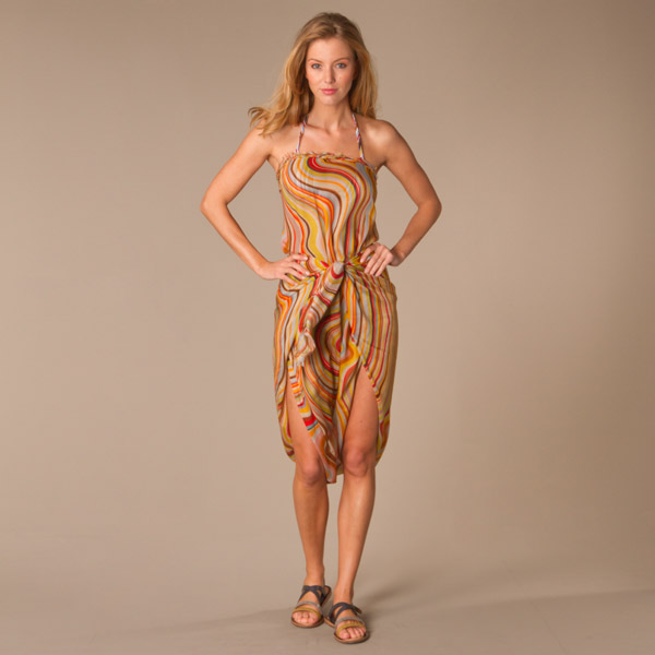3.Strapless:  Tie the ends of the pareo if the length allows in front of the chest. Or tie at waist for a fun twist.