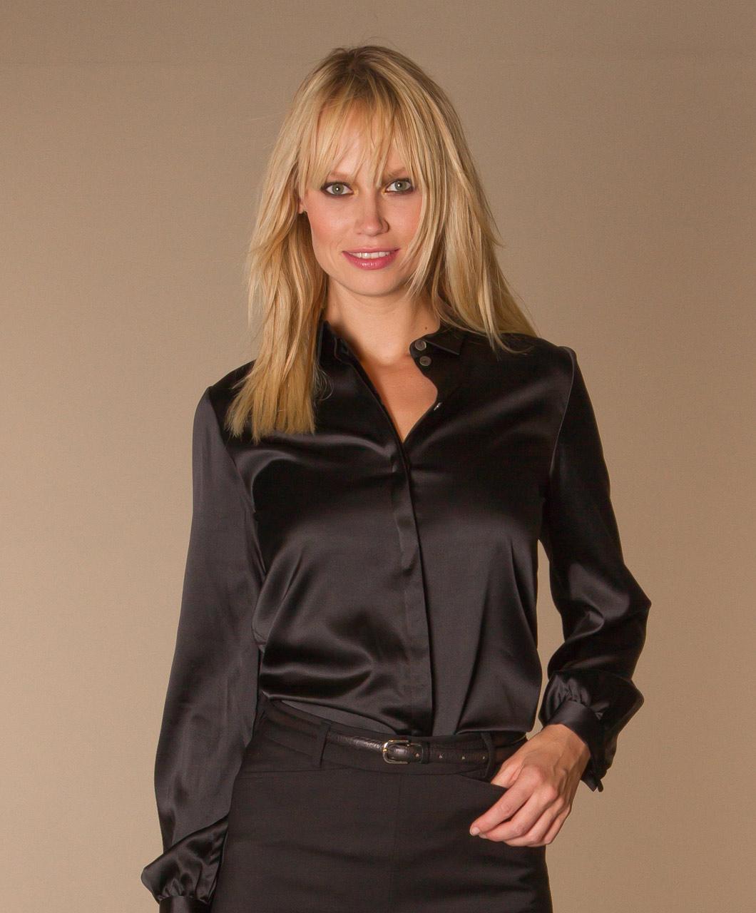 satijnen zwarte blouse