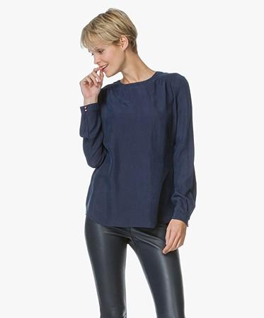 boss orange edic zijden blouse donkerblauw edic 50327951 405 dark. Black Bedroom Furniture Sets. Home Design Ideas