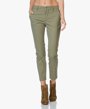 Closed Jack Cropped Chino