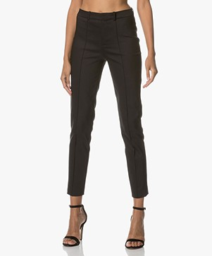 Drykorn Act Pants in Fine Cotton-stretch - Black