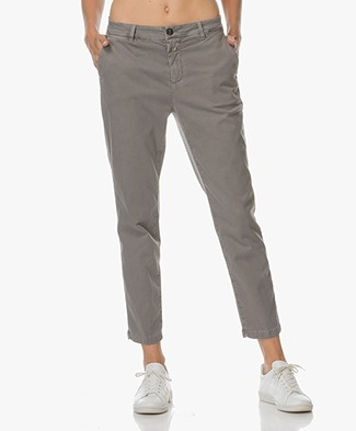 Closed Jack Cropped Chino in Cotton Blend - Stone Grey