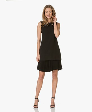 Theory Malkan Dress in Winslow Crepe - Black