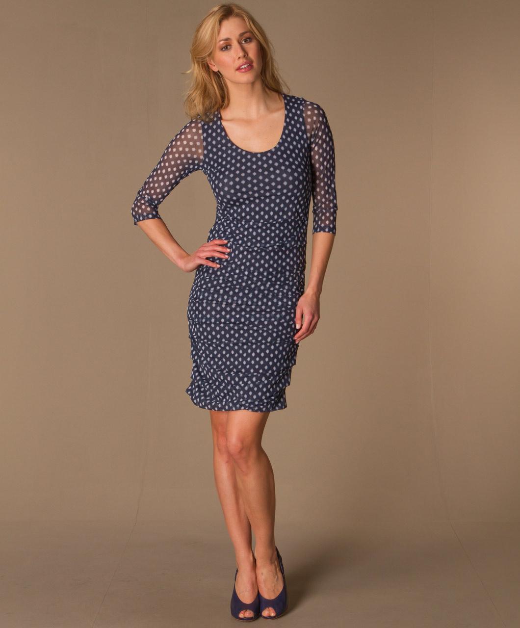 Welke kleur schoenen onder donkerblauwe jurk