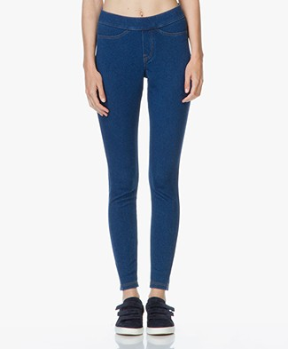 HUE Curvy Fit Jeans Leggings - Medium Wash