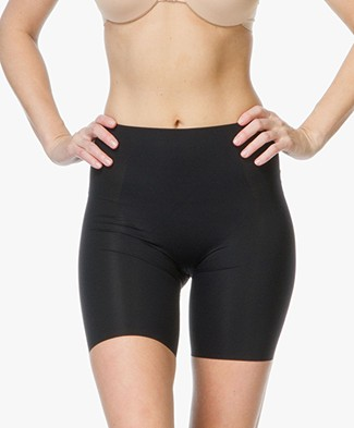SPANX® Thinstincts Mid-Thigh Short - Zwart