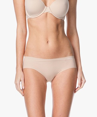Calvin Klein Invisible Hipster - Light Caramel