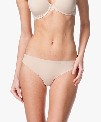Calvin Klein Invisible Thong - Light Caramel