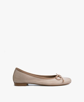 Fred de la Bretonière Leather Ballerina - Taupe
