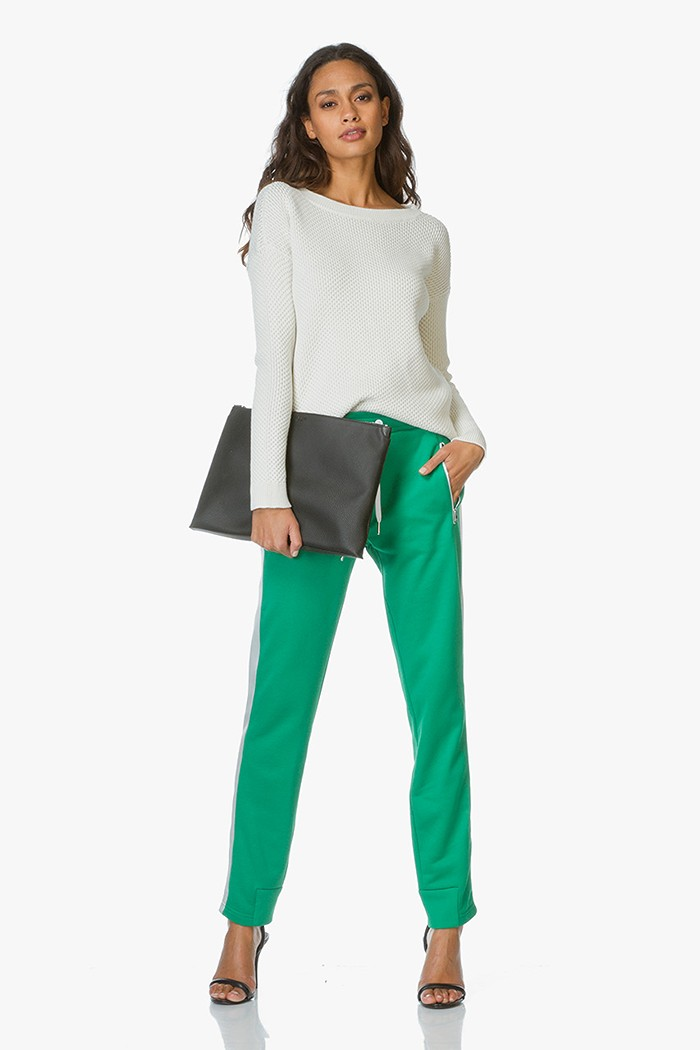 039612e17a3 Shop the look - Chic sweatpants outfit