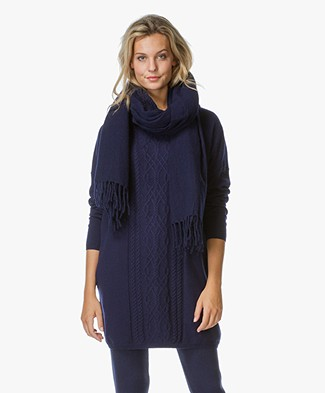 Closed Oversized Fringe Scarf in Wool Blend
