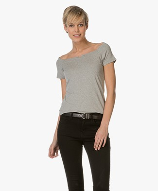 no man's land T-shirt with V-split Neck - Pebble Beach