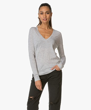 Theory V-hals Pullover Adrianna in Merinowol - Frosted Grey Heather