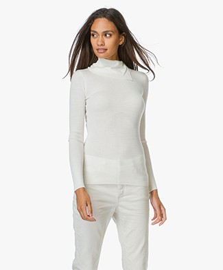 Theory Leendelly Merino Turtleneck Sweater - Ivory