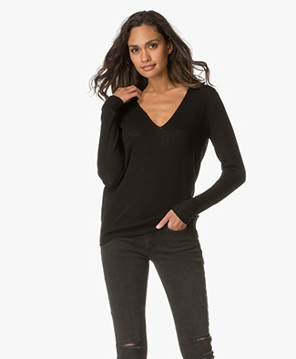 Theory V-Neck Pullover Adrianna in Cashmere - Black