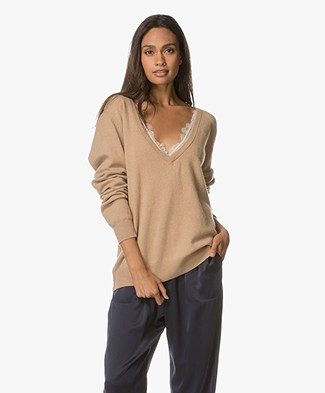 Extreme Cashmere n°38 Be Low Cashmere V-hals Trui - Camel