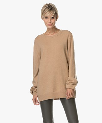 extreme cashmere N°36 Be Classic Cashmere Sweater - Camel