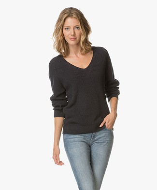 Closed Chunky Knitted V-neck Pullover - Navy